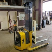 2016 Electric Yale MSW025F Electric Walkie Straddle Stacker