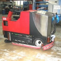 2003 Electric Factory Cat 420 Cylindrical Rider Scrubbers