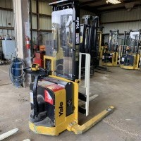 2016 Electric Yale MSW025LF Electric Walkie Straddle Stacker