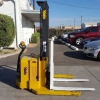 2012 Electric Yale MSW040SFN24TV087 Electric Walkie Straddle Stacker