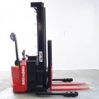 2004 Electric Raymond RSS40 Electric Walkie Straddle Stacker