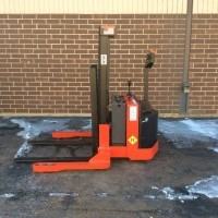 2001 Electric Raymond WSX22 Electric Walkie Straddle Stacker
