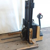 2015 Electric Big Joe PDS25-106 Electric Walkie Straddle Stacker