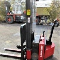 2010 Electric Raymond RSS40 Electric Walkie Straddle Stacker