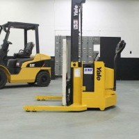 2004 Electric Yale MSW040SEN24TV087 Electric Walkie Straddle Stacker