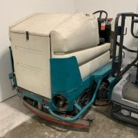 2000 Electric Tennant 7300 Rider Scrubbers