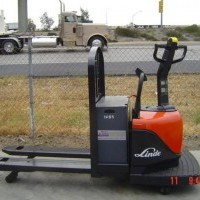 2000 Electric Linde EWR30 Electric Walkie Rider Pallet Jack