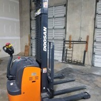 2017 Electric Doosan BWS17S7-EX10 Electric Walkie Straddle Stacker