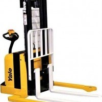 2010 Electric Yale MSW040 Electric Walkie Straddle Stacker