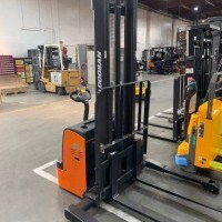 2020 Electric Doosan bws17s-7 Electric Walkie Straddle Stacker