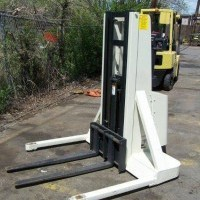 Electric Crown 15MT Electric Walkie Straddle Stacker